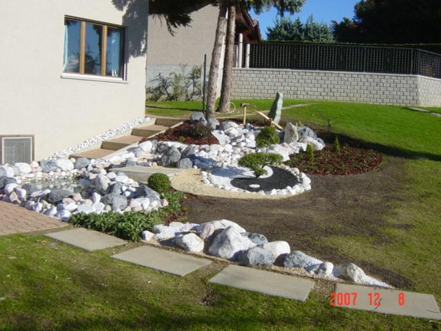 Lavori scarpellini giardini e impianti sportivi for Stagno giardino
